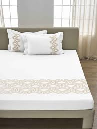 White bed cover